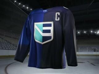 Predstavili dres Tímu Európy. Veľa modrej, písmeno E, hokejka a rozpaky