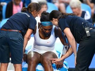 Serena Williamsová nedohrala zápas, stále ju trápi zápal v kolene