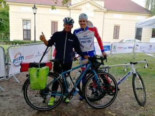Prešiel 1400 kilometrov na bicykli, aby videl syna na Slovensku súťažiť