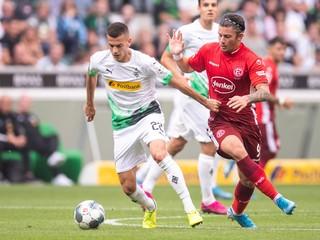 Bénes sa mučí a jeho tím senzačne vedie Bundesligu