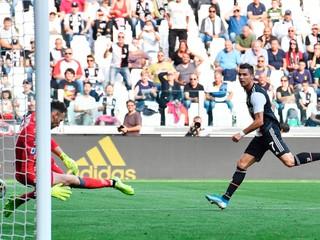 Buffon prepísal v Juventuse klubovú históriu, Škriniar hral pri výhre Interu celý zápas