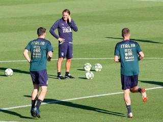 Taliani nastúpia proti Grécku v netradičných dresoch, farba sa nepáči ani trénerovi