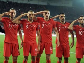 Turecký veľvyslanec odmieta kritiku salutujúcich futbalistov, hovorí o rasizme a diskriminácii