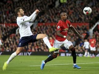 Liverpool stratil prvé body, v šlágri proti United ratoval remízu až v závere