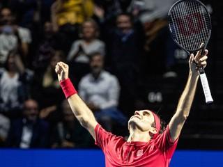 Federer získal v Bazileji rekordný titul, vo finále stratil štyri gemy