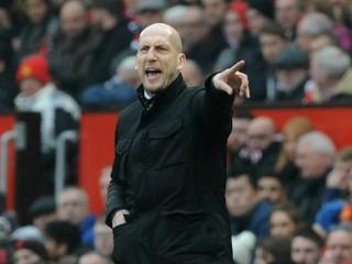Stam odstúpil z postu trénera Feyenoordu po debakli od Ajaxu