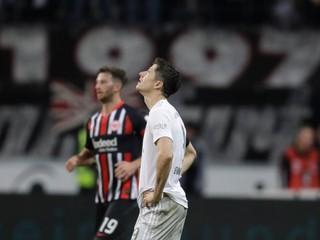 Bayern utrpel hanebnú prehru, vo Frankfurte dostal päť gólov