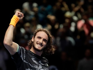 Tsitsipas zdolal Federera a v Londýne si zahrá o titul