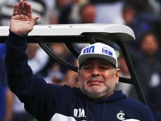 Maradona vyslyšal fanúšikov, rozmyslel si odchod z Gimnasie
