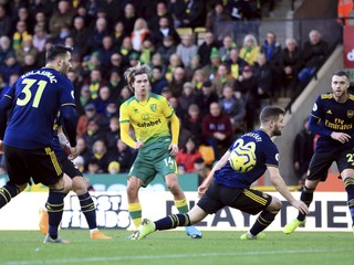 Arsenal nevyhral ani proti Norwichu, futbalisti United stratili body s Aston Villou