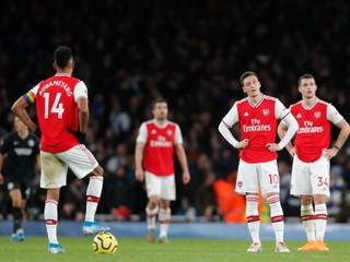 Nepomohol ani odchod Emeryho. Arsenal sa takto netrápil 42 rokov