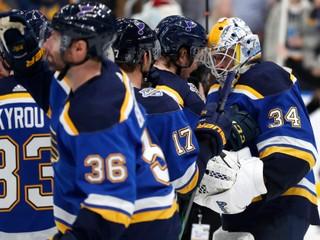 Aktuálny víťaz NHL hlási viacero pozitívnych testov, okamžite zrušil tréningy