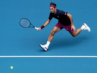 Federer suverénne pokračuje ďalej, Shapovalov končí na Australian Open už v prvom kole