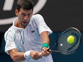 Suverénny Djokovič je vo štvrťfinále, Federer napriek slabšiemu začiatku taktiež vyhral