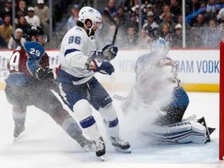 Tampa s Černákom zvíťazila na ľade Colorada a na Boston stráca už len bod