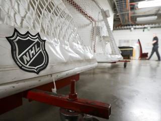 NHL bez divákov na neutrálnom území? Aj to je možnosť, vraví zástupca komisára