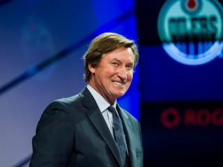 Gretzky je optimista. Možno sa mýlim, ale NHL sa v lete bude hrať, vraví legenda