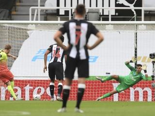 Manchester City zdolal Newcastle a postúpil, Dúbravka ostal len na lavičke