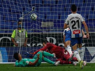 Real Madrid naplno využil zaváhanie Barcelony a vrátil sa na čelo tabuľky