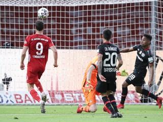 Bayern po Bundeslige vyhral aj Nemecký pohár, Lewandowski strelil bizarný gól