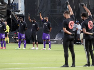 MLS sa začala protestom proti rasizmu, do zápasov zasiahnu aj Slováci