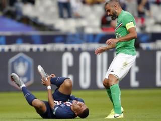 Futbalista St. Etienne po nepríjemnom faule na Mbappého ukončil kariéru