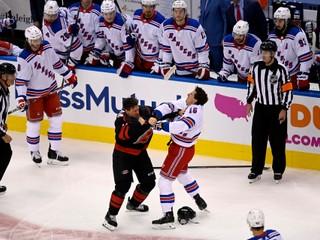 Gól po minúte aj bitka. Reštart NHL pútal veľkú pozornosť