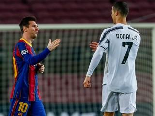 Ronaldo zatienil Messiho. Ten má dres od brankára, ktorého neprekonal