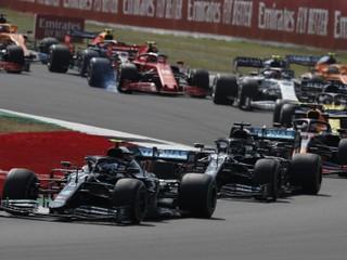 Grosjean horel, Hamilton vyhral na troch kolesách. Vyberte moment sezóny