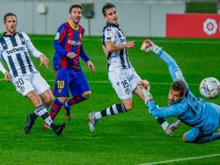 Barcelonu zachránil gól Messiho, líder tabuľky opäť len remizoval