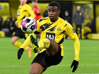Nemá ani 17. Talent Dortmundu sa stal najmladším strelcom Bundesligy