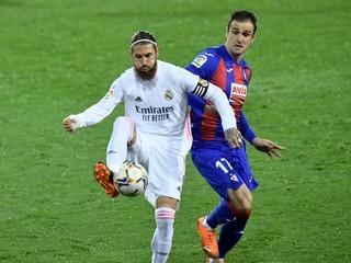 Pomohli rozhodcovia Realu? Ramos hral rukou, penalta sa nepískala