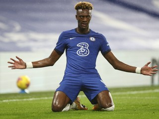 Chelsea zvládla derby, Burnley odsunulo Rodákov Fulham do zóny ohrozenia