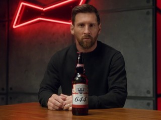 Poteší, alebo urazí? Messi dal Buffonovi či Casillasovi netradičný darček