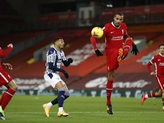 Liverpool opäť prišiel o stopéra. Môže ho nahradiť mladík, ktorý hral šiestu ligu
