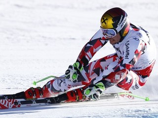 Marcel Hirscher sa zranil pri tréningu, vyše mesiac bude mať nohu v sadre