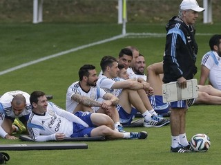 Tréner Sabella je Messiho bábkou, pokyny dával aj Mascherano