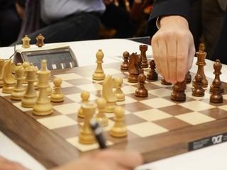 Pred sto rokmi v Košiciach padol rekord. Šachista nevidel figúrky a predsa vyhrával