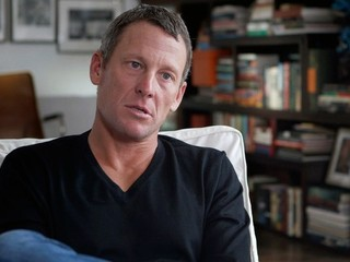 Cyklistická únia zvažuje znížiť Armstrongovi trest. Za informácie o dopingu