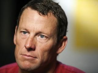 Armstrong nebude platiť čitateľom jeho memoárov