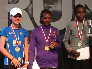 Night run: Na stupňoch víťazov bola bežkyňa s nálepkou proti EEI