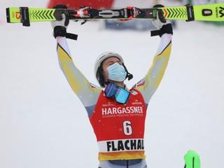 Najrýchlejší bol v oboch kolách. Nórsky lyžiar oslavuje prvé víťazstvo