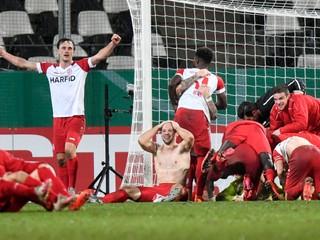 Štvrtoligista vyradil Leverkusen, dramatický súboj rozhodlo predĺženie
