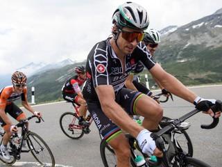 Sagan pomáhal kolegom pred záverečným stúpaním, náročnú etapu vyhral Yates