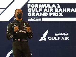 Hamilton zvládol náročný záver. Vyhral úvodné preteky novej sezóny F1