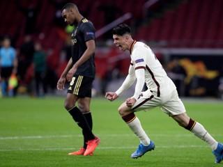 Domácim sa nedarilo, neprehral len Arsenal. Ajax stratil vedenie