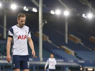Kane dvoma gólmi zariadil remízu, v závere sa však zranil