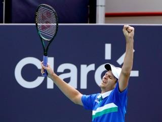 Nedokázal to žiadny jeho krajan. Hurkacz senzačne ovládol turnaj kategórie Masters
