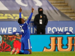 Leicester musel otáčať, ale doťahuje sa na United. Opäť sa ukázal Iheanacho