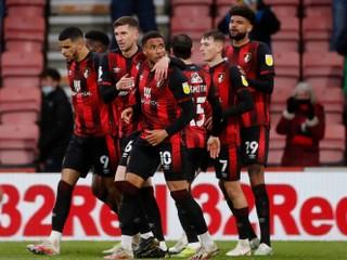 Bournemouth a Swansea spravili prvý krok. Hľadá sa posledný účastník Premier League